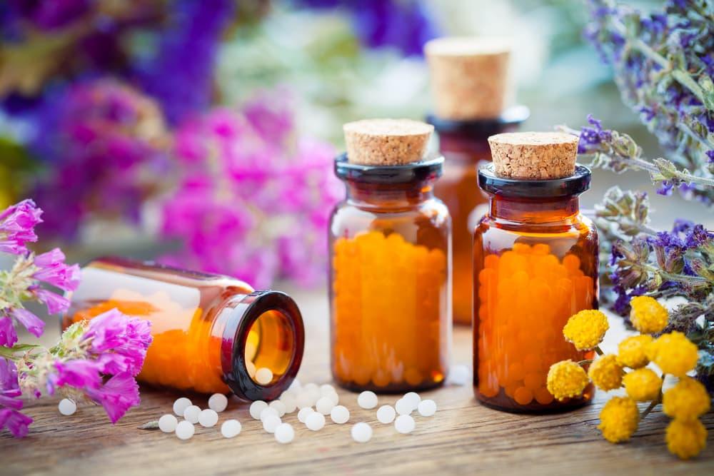 Este método terapêutico utiliza medicamentos que são escolhidos para tratar o doente e não a doença.