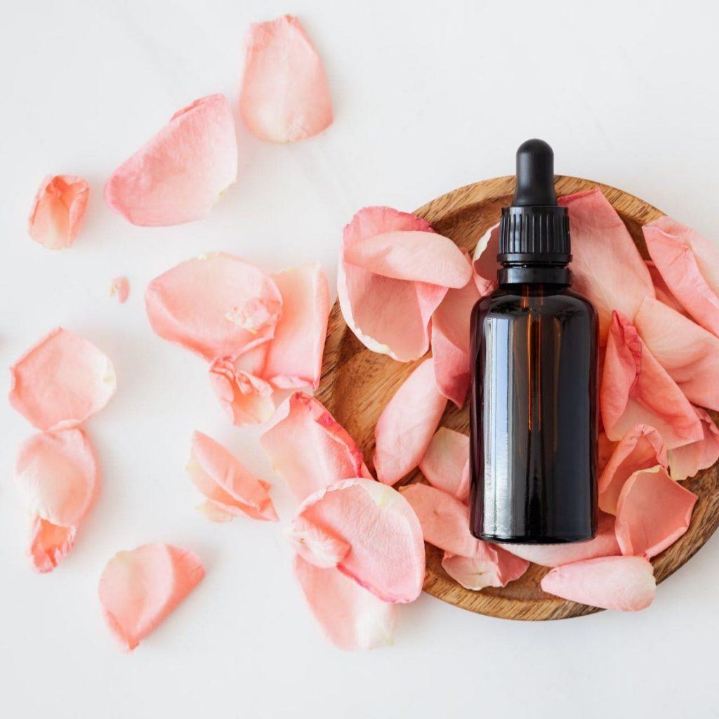 A Terapia Floral é complementar ao tratamento odontológico, propondo um acolhimento do paciente.
